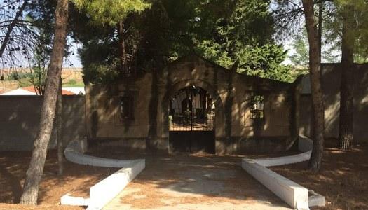 Arranjament d'una part dels passadissos interiors del cementiri